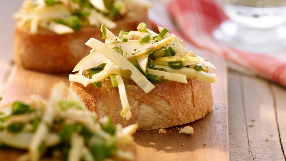 Birnen-Bruschetta mit mariniertem Käse