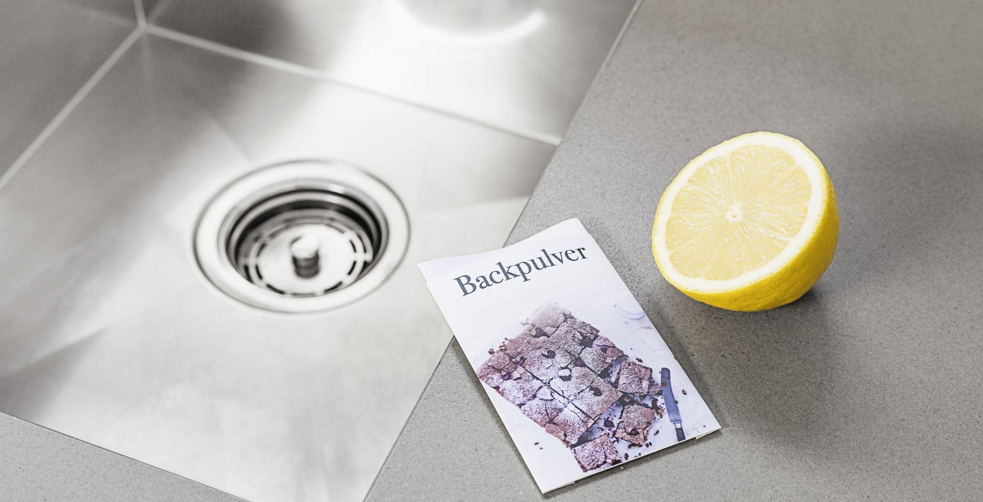 Abfluss reinigen mit Zitrone und Backpulver